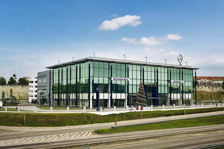 Mercedez Benz 3S Showroom (2013)